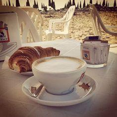 #jesolo #colazione #frühstück #breakfast #mare #meer #estate #holiday #sommer #summer #strand #plage #spiaggia #italy #italie #italien #venice #cappuccino #caffè #dersut #lecker #yum #yummy #vacanze today breakfast on the #beach in my hometown #Jesolo !
