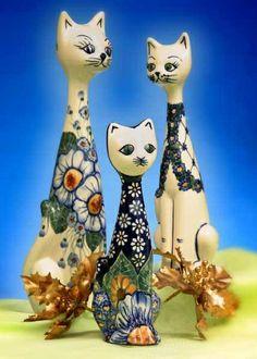 I love the Polish pottery cats!