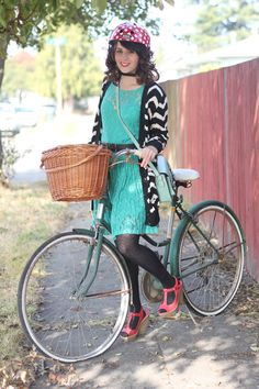 """""""delightfulcycles:  The delightful Elizabeth from Delightfully Tacky with her very vintage ladies bicycle and matching lace dress (via Delightfully Tacky: pattern play)   """""""