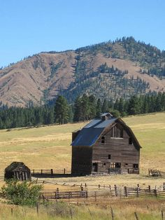 Old homestead barn on Highway 97 just north of Ellensburg, Washington right before you get to the Lauderdale cutoff.