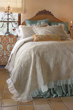 Gorgeous bedding on sale right nos... Love it!