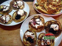 O reteta simpla de pancakes pufoase, renumitele clatite americane. Se fac usor, sunt delicioase si se mananca pe nerasuflate. Gem, Pancakes, French Toast, Caramel, Muffin, Pudding, Breakfast, Desserts, Food