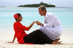 Renewal of vows in Wear traditional dress of Maldives and enjoy style Maldives Holidays, Traditional Dresses, Fashion Dresses, Vows, How To Wear, Wedding, Image, Travel, Style