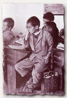 Λόλα, να ένα άλλο: Σχολικές αναμνήσεις σε ξεθωριασμένες σχολικές τάξεις... Old Time Photos, Old Pictures, Greece Photography, Greek History, Good Old Times, Vintage School, The Old Days, In Ancient Times, Athens Greece