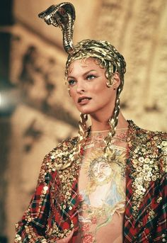 monsieur-j:    Linda Evangelista - John Galliano - Fall 1997