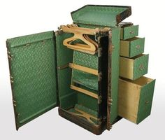 //Steamer Trunk//  So old school, and really beautiful.  Pity baggage charges would be through the roof!