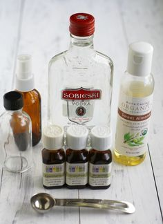 How to Make Perfume with Essential Oils. How to make perfume with essential oils – enjoy your own signature scent with this recipe! Essential Oil Perfume, Essential Oil Uses, Doterra Essential Oils, Perfume Oils, Young Living Essential Oils, Rose Perfume, Handy Gadgets, Deodorant, Diy Savon