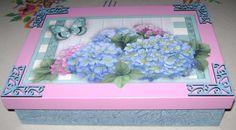 Caixa em MDF com decoupage, aplique de MDF e textura mosaico na base
