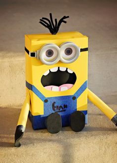 Crafty Valentine Box Ideas for Kids 10 Crafty Valentine Box Ideas for Kids -cute Despicable Me minion Crafty Valentine Box Ideas for Kids -cute Despicable Me minion box Minion Valentine, Kinder Valentines, Valentine Day Boxes, Valentines Day Party, Valentine Day Crafts, Holiday Crafts, Holiday Fun, Fun Crafts, Crafts For Kids