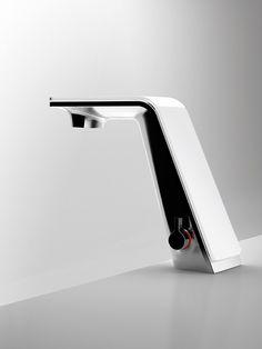 Wash basin faucet Il Bagno Alessi Sense by Oras. Design: Rodrigo Torres.