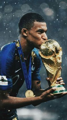 Mbappe 🇫🇷🏆 Rusia 2.018 Football Icon, Football Is Life, Football Art, National Football Teams, World Football, Football Boots, World Cup 2018, Fifa World Cup, Antoine Griezmann