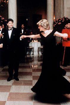 Der Kensington Palace feiert die Roben der Königin der Herzen