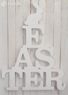 Cartel de Pascua con conejo  -  Easter sign with rabbit http://www.etsy.com/listing/95868196/wooden-easter-sign-with-rabbit-spring