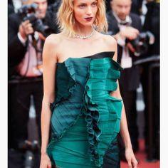 Fantastic dress 💥💣💎 Anja Rubik in Cannes @anja_rubik #dress #fashion #designe #anjarubik #cannes #ysl