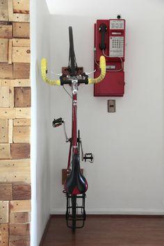 Porta bicicleta de pared – La Vida en Craft Wall Mount Bike Rack, Bike Store, Outdoor Power Equipment, Cycling, Storage, House, Shopping, Wood, Bike Room