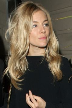 Super ideas for hair layered blonde sienna miller Hair Day, New Hair, Sienna Miller Hair, Marisa Miller, Corte Y Color, Winter Mode, Great Hair, Amazing Hair, Layered Hair