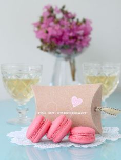 This is so cute for Valentine's Day! Cute little macarons to put in the little pillow box.