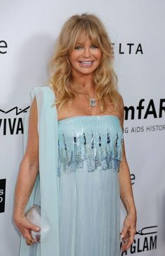 Goldie Hawn signs with CAA Goldie Hawn Kurt Russell, Ageless Beauty, Female Stars, Kate Hudson, Layered Hair, Hairstyles Haircuts, Cut And Style, Hair Dos, Pretty Woman