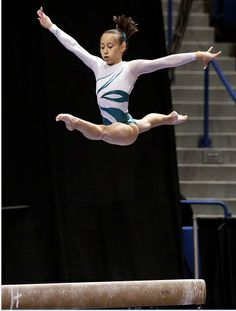 Katelyn Ohashi - Soon to be a UCLA Bruin. Look how high she jumps off the beam. It's at least straight up. Gymnastics History, Gymnastics Coaching, Artistic Gymnastics, Rhythmic Gymnastics, Katelyn Ohashi, Gymnastics Photography, Balance Beam