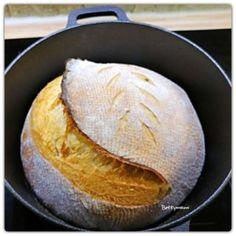 Kovászos fehér kenyér | Betty hobbi konyhája Cornbread, Ethnic Recipes, Food, Millet Bread, Essen, Meals, Yemek, Corn Bread, Eten