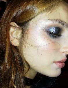 Pinterest: DEBORAHPRAHA ♥️ Blue shimmer eyeshadow makeup look