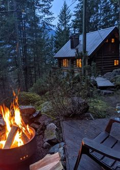 A cabin and fire in the woods. Cabin Homes, Log Homes, Cabin In The Woods, Forest House, Cabins And Cottages, Cozy Cabin, Cozy Cottage, Cottage Style, My Dream Home