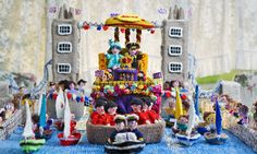 Now that's a real purl-y Queen! Royal fan, 75, spends 500 hours knitting elaborate recreation of the Jubilee river pageant  AWESOME!!!!!!!!