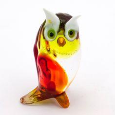Gufo in vetro di Murano lavorato a lume. Questo prodotto artigianale viene realizzato sfruttando sempre l'abilità e la creatività del maestro artigiano, pertanto ogni pezzo è unico e irripetibile #murano #glass #vetro #collectibles #collezione #artigianato #italy #venice #handmade #design #gufo #owl