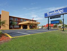 Travelodge Orlando International Drive Orlando, FL 32819. Upto 25%   Discount Packages. Near by Attractions include convention center Orlando, Lake Buena   Vista, Disney World. Free Parking and Free Wifi internet. Book your room and start   saving with SecureReservation. Please visit- www.travelodgeorlandoidrive.com/