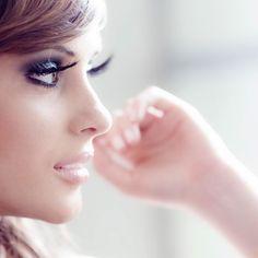 девушка красится перед зеркалом: 24 тыс изображений найдено в Яндекс.Картинках