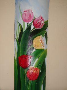 Raquel Art Pintura: Telhas Pintadas Mosaic Bottles, Mosaic Glass, Clay Wall Art, Painted Wine Bottles, Clay Flowers, China Painting, Wine Bottle Crafts, Arte Floral, Fabric Painting