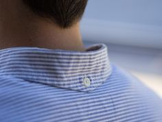 Nice attention to detail. Peaked collar back and button down. Its the little things. Only Shirt, Techniques Couture, Chanel Couture, Collar Designs, Inspiration Mode, Moda Fitness, Herren T Shirt, Collar And Cuff, Mode Style