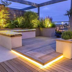 Roof Terrace Design penthouse apartment King's Cross development, LED - Garden Care, Garden Design and Gardening Supplies Terrace Garden Design, Rooftop Design, Rooftop Terrace, Patio Design, Terrace Ideas, Balcony Garden, Garden Ideas, Patio Roof, Backyard Patio