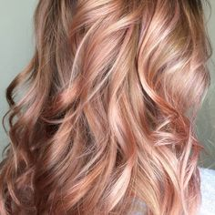 36 Rose Gold Hair Color Ideas to Die For Beautiful Rose Gold / Balayage / Blush. Are you looking for rose gold hair color hairstyles? See our collection full of rose gold hair color hairstyles and get inspired! Rose Gold Hair Blonde, Balayage Hair Rose, Brown Blonde Hair, Blonde Pink, Rose Hair, Pink Hair, Blonde Ombre, Medium Blonde, Rose Gold Balayage Brunettes