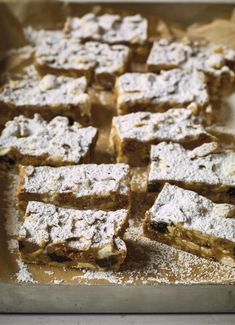 The perfect tea time treat, Nadiya Hussain's easy Apple Rocky Road bars, as seen on her BBC series, Nadiya's Family Favourites, are made with white chocolate and chunks of apple for an autumnal twist on this classic recipe. Baking Recipes, Dessert Recipes, Desserts, Cooking Apple Recipes, Tray Bake Recipes, Nadiya Hussain Rezepte, Nadiya Hussain Recipes, White Chocolate Rocky Road, Oreo