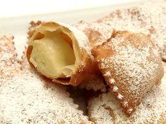 Per Carnevale propongo questi deliziosi Tortelli dolci di Carnevale molto golosi e ripieni di crema pasticcera soda ne mangerete a bizzeffe.