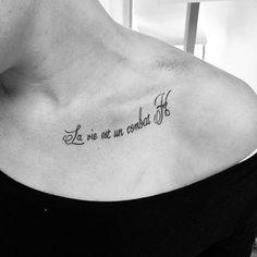 #inkstagram #ink #tattooist #tatts #tattoo #tattoos #lv81tattoo #letras #script #lavieestuncombat #blackwork #tatuajes #tatuaje #inked #letter #lettering