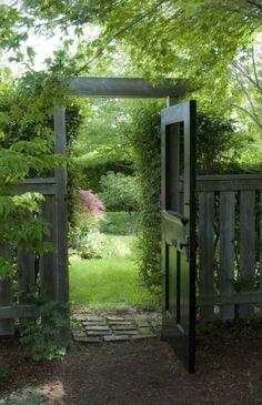 Wooden Garden Gate, Garden Gates And Fencing, Diy Garden Fence, Garden Doors, Backyard Fences, Backyard Landscaping, Backyard Ideas, Fence Ideas, Side Garden