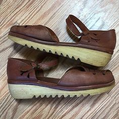 16a2ac701cc0 VINTAGE 1970s WOMENS SHOES CHEROKEE CALIFORNIA LEATHER RUBBER PLATFORM  SANDALS 9