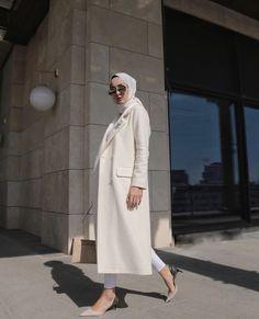 Abaya Style 409475791122431523 - Görüntünün olası içeriği: 1 kişi, ayakta Source by glokkuvvetli Modern Hijab Fashion, Muslim Fashion, Modest Fashion, Casual Hijab Outfit, Hijab Dress, Casual Outfits, Modest Dresses, Casual Dresses, Mode Outfits