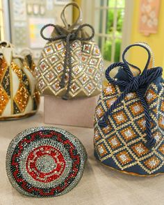 Silvia Tcherassi demonstrates how to decorate mochilla bags from Colombia with Swarovski crystal embellishments on the Martha Stewart show.Add a sparkling touch to your spring style by embellishing a handbag with…Embellished bags ♥ Totally fun an How To Make Crystals, Diy Crystals, Swarovski Crystals, Tapestry Bag, Tapestry Crochet, Handmade Clutch, Handmade Bags, Potli Bags, Diy Handbag