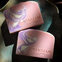 All the soaps I made for December have been wiped out. This Lilac and Peony is just one of three I was able to make for after the holidays. I have a lot of catching up to do this January. Hope you're all enjoying the holidays! #artisansoap #coldprocess #soapjam #handmadesoap #yogurtsoap #soapshare