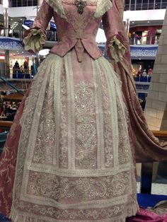 Indumentaria valenciana 1700s Dresses, Old Dresses, Pretty Dresses, Vintage Gowns, Mode Vintage, Vintage Outfits, Vintage Fashion, Country Costumes, 1800s Clothing