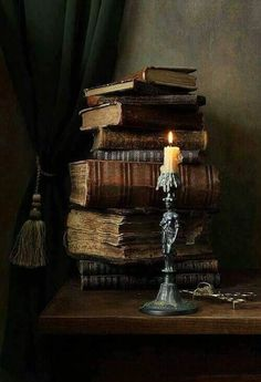 candles and old books Old Books, Antique Books, Books To Read, Book Aesthetic, Book Nooks, Library Books, Photo Library, Belle Photo, Book Lovers