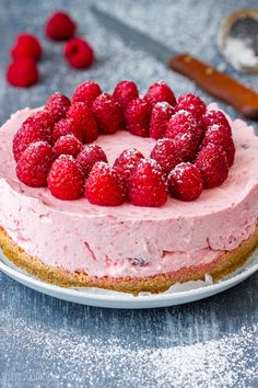 No Bake Raspberry Cheesecake Recipe - Happy Foods Tube This is a no bake raspberry cheesecake recipe that does not contain any gelatin. It's the perfect dessert for summer. Made from scratch with fresh raspberries! Raspberry No Bake Cheesecake, Cheesecake Oreo, Raspberry Recipes, Easy Cheesecake Recipes, Easy Baking Recipes, Pumpkin Cheesecake, Birthday Cheesecake, Classic Cheesecake, Raspberry Cake