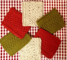 Beautiful and easy crochet kitchen towels by mellie blossom with a link to the free crochet pattern via Ravelry, written by Melinda Miller. Yarn Projects, Knitting Projects, Crochet Projects, Crochet Home, Diy Crochet, Crochet Kitchen Towels, Kitchen Sponge, Crochet Potholders, Crochet Scarves