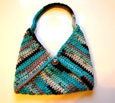 This looks super easy to do - 3 crocheted squares plus strap