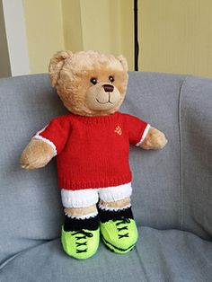 Teddy Bear Sports kit It nearly the Rugby season so here's a cute little rugby kit for bears. The pattern is for a shirt, shorts, boots/socks all made in double knitting yarn. Teddy Bear Knitting Pattern, Knitted Teddy Bear, Crochet Teddy, Crochet Bear, Crochet Toys, Knitting Kits, Knitting Patterns, Bear Patterns, Double Knitting
