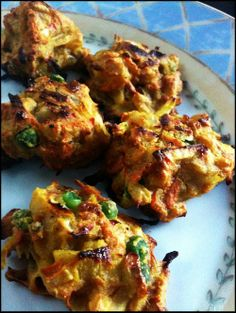 looking baked pakoras! Serve with yummy and nutritious raita, picklied oniond, and/ or Indian tomato sauceDELICIOUS looking baked pakoras! Serve with yummy and nutritious raita, picklied oniond, and/ or Indian tomato sauce Veggie Recipes, Indian Food Recipes, Asian Recipes, Whole Food Recipes, Vegetarian Recipes, Cooking Recipes, Healthy Recipes, Ethnic Recipes, Healthy Indian Food