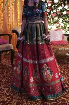 Bridal Mehndi Dresses, Bridal Dress Design, Bride Dresses, My Beauty, Beauty Skin, Haldi Function, Pakistani Mehndi, Long Shirts, Mehndi Brides
